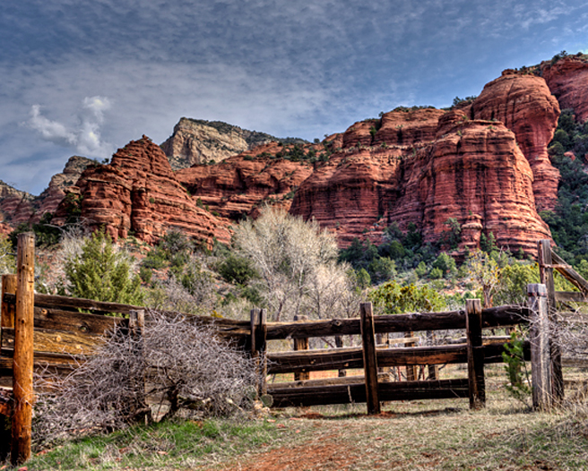 DSC_5346_7_8_Sedona-Outlaw-Trl-Honanki-Ruin-crop-med