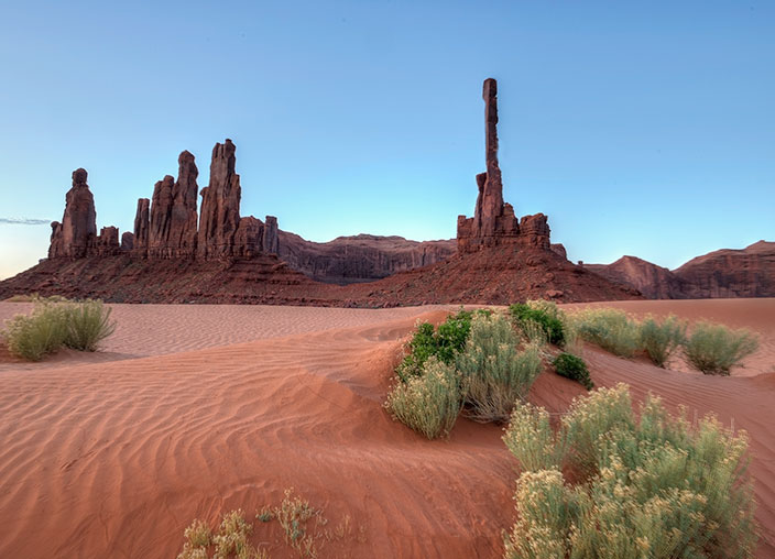 _DSC4153_4_5_2014-04-20-Monument-Valley-Totems4