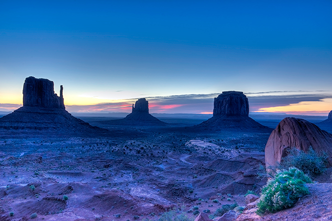 _DSC2602_3_4_2015-04-06-Monument-Valley-sunrise
