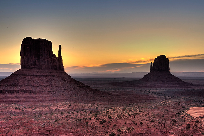 _DSC2683_4_5_2015-04-06-Monument-Valley-sunrise-wrm