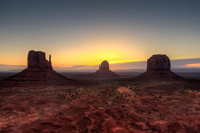 _DSC2755_6_7_2015-04-06-Monument-Valley-sunrise-grd