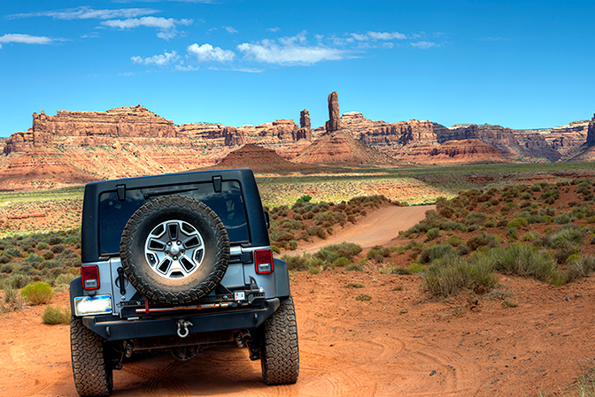 _DSC6044_5_6_2016-07-24-Valley-of-Gods-jeep